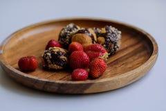 草莓和自创曲奇饼 库存图片