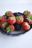 草莓和黑莓 图库摄影