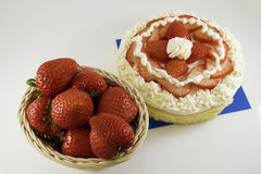 草莓奶油蛋糕 免版税库存照片