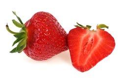 草莓整体和裁减在白色背景 免版税库存照片