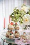 草莓杯形蛋糕 免版税图库摄影