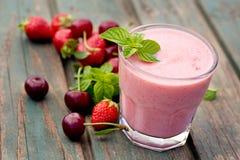 草莓果汁饮料 免版税库存图片