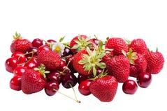 草莓樱桃 免版税库存照片
