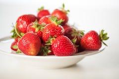 草莓碗 库存照片
