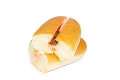 草莓葡萄干味道奶油被填装的热狗面包 免版税图库摄影