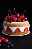 草莓蛋糕传统自创食家甜点心 免版税库存照片