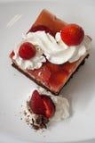 草莓蛋糕和巧克力 免版税图库摄影