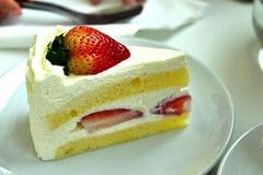 草莓蛋糕片断 免版税库存照片