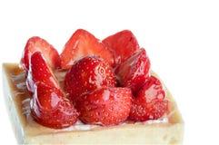 草莓蛋糕,方形的形状特写镜头 免版税库存图片