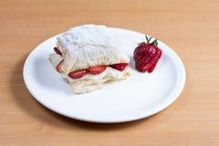 草莓蛋糕,酥皮点心,糖果店mille-feuille 图库摄影