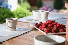 草莓表木头 免版税库存图片