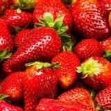 草莓食物背景。新鲜的成熟甜点 库存照片