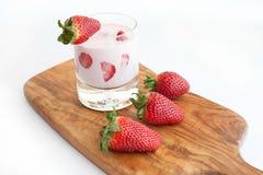 草莓鸡尾酒 免版税库存图片