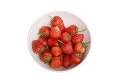 草莓,在小组的焦点在白色碗的草莓 图库摄影