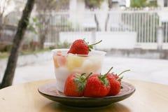 草莓,酸奶,酸奶,酸奶 库存图片
