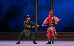 """草龟的对峙状态将夺取-第六行动水溢出金黄小山Kunqu Opera""""Madame白色Snake† 库存图片"""
