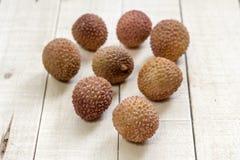荔枝果子热带在木背景,可口食物 免版税库存图片