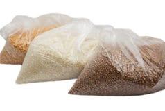 荞麦、米和豌豆在一个塑料袋 免版税库存图片