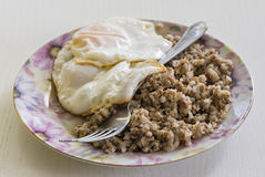 荞麦和煎蛋 免版税库存图片