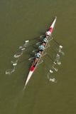 荡桨在多瑙河的四个人 免版税图库摄影