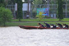 荡桨在河,泰国 库存图片