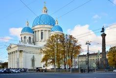 荣耀的正统三位一体大教堂和纪念碑在Izmailo的 免版税库存图片