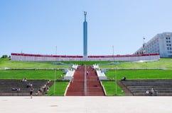 荣耀的纪念碑与横幅`翼果的在比赛!在俄罗斯`的世界杯足球赛2018年 库存照片
