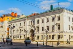 荣耀的远景 与在苏联斯大林时代修造的曲拱穹顶的大厦 老市中心 城市环境 图库摄影
