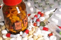 药剂过量药片自杀妇女 免版税库存照片