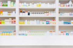 药房与药房柜台的商店背景 免版税图库摄影