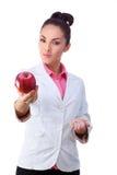 药房 药片或苹果,维生素的两个来源 免版税库存图片