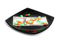 药片和一百美元 免版税库存照片