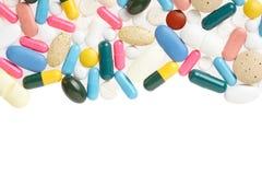 药片和五颜六色的胶囊框架 图库摄影