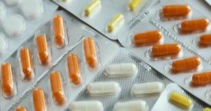 药片和药物转动 医学、药片和片剂有转动在一个无缝的圈的天线罩包装的 医学,药片和 影视素材