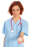 给药片的医生妇女 库存照片