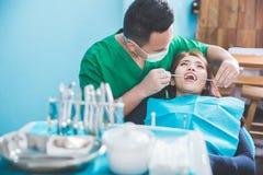 药物治疗在牙医办公室 图库摄影