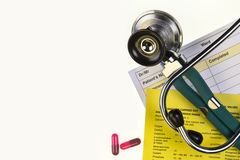 药物治疗-听诊器-文本的空间 库存照片