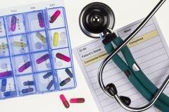 药物治疗-听诊器 免版税库存图片