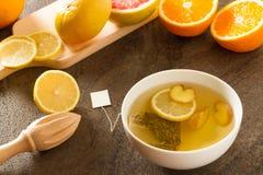 药草浸剂用柠檬和姜 免版税图库摄影