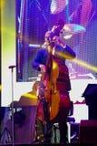 荷兰人摇摆学院带在带在`爵士乐在记忆里执行在Bangsaen `音乐会的爵士乐奴才执行 免版税库存图片