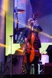 荷兰人摇摆学院带在带在`爵士乐在记忆里执行在Bangsaen `音乐会的爵士乐奴才执行 库存照片