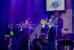 荷兰人摇摆学院带在带在`爵士乐在记忆里执行在Bangsaen `音乐会的爵士乐奴才执行 库存图片