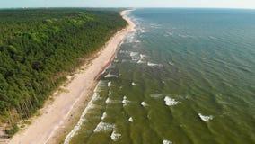 荷兰人的盖帽,最高的陡坡的鸟瞰图在立陶宛海边 股票视频