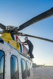 荷兰加勒比海岸警备队-检查引擎 库存照片
