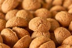 荷兰姜坚果或为荷兰儿童的宴餐Sinterklaas pepernoten 免版税库存照片