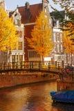 荷兰房子在秋天 免版税库存图片