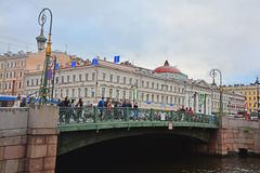 荷兰教会的绿色桥梁和议院在圣彼得堡,俄罗斯 免版税库存照片