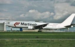 荷兰波音767的Martinair在飞行以后的从新的Yprk 库存照片