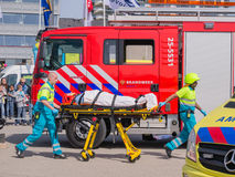 荷兰消防队员和医疗服务在行动 库存图片