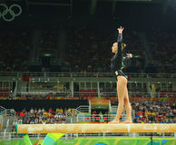 荷兰的奥林匹克冠军Sanne Wevers竞争在平衡木妇女的艺术性的体操的决赛 免版税库存图片